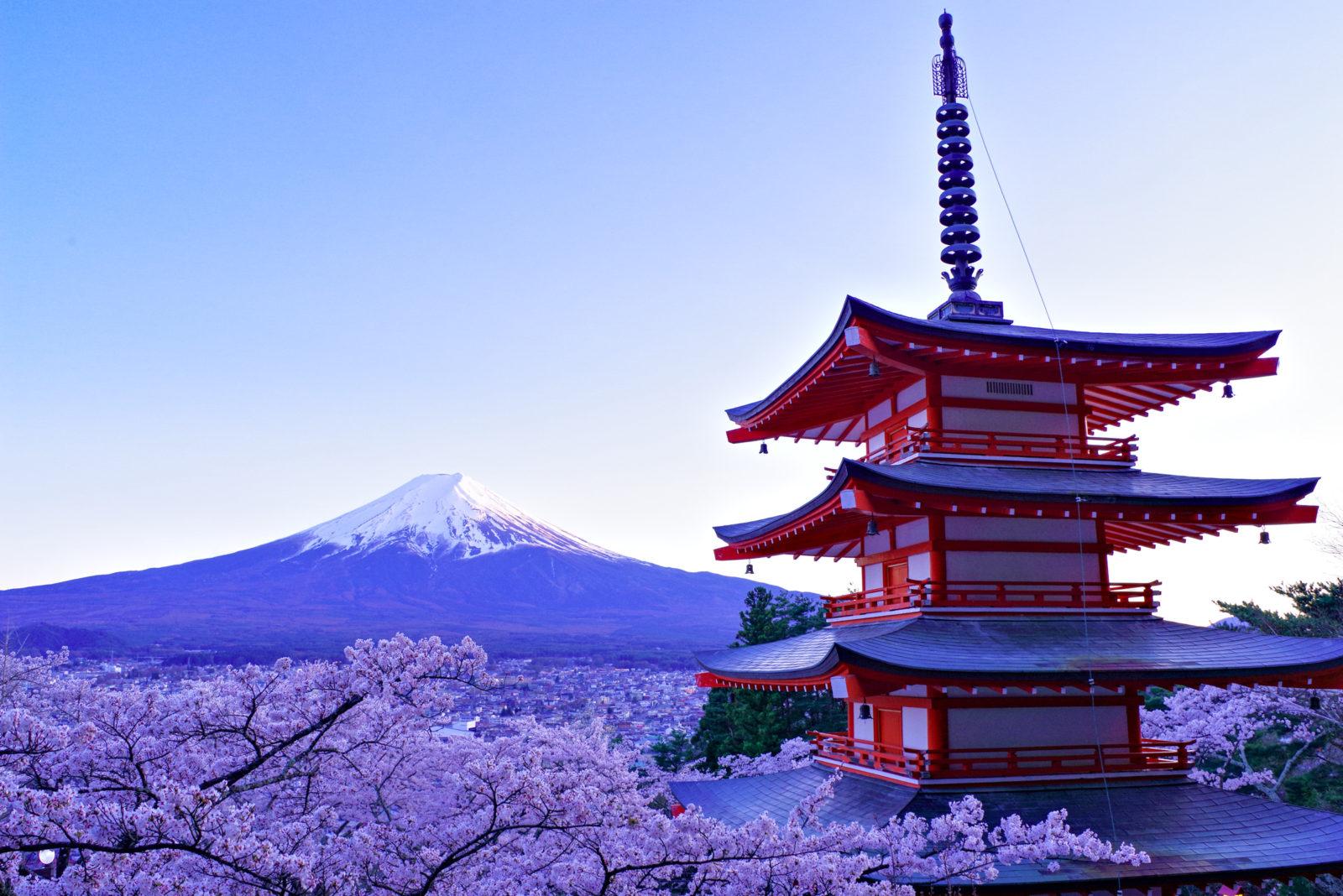 新倉山浅間公園より富士と桜と忠霊塔 | PENTAX K-1&FA★28-70mm